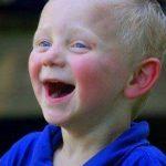 Hội chứng Angelman và cơn ác mộng của những người mẹ có con thơ hay cười (Phần 1)